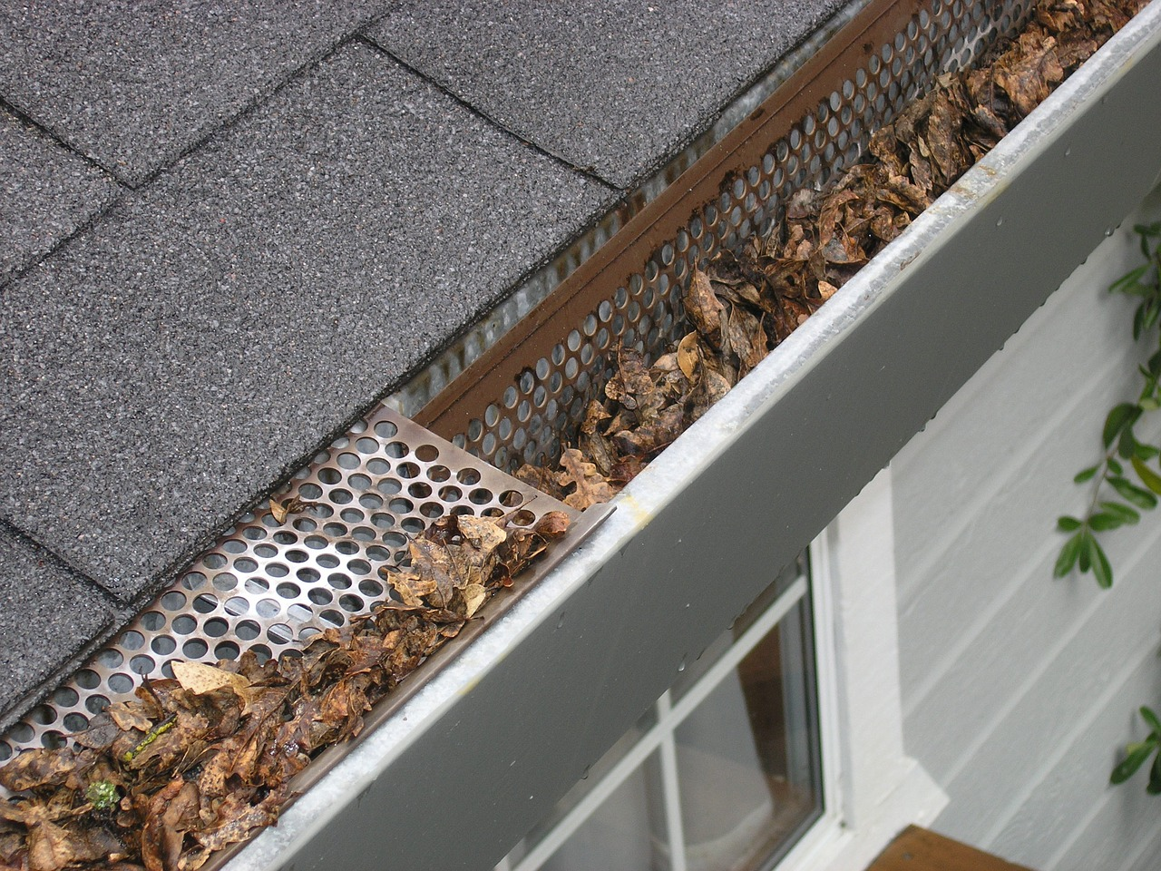 Steps And Precautions for Installing Gutter Guards on Metal Roofs