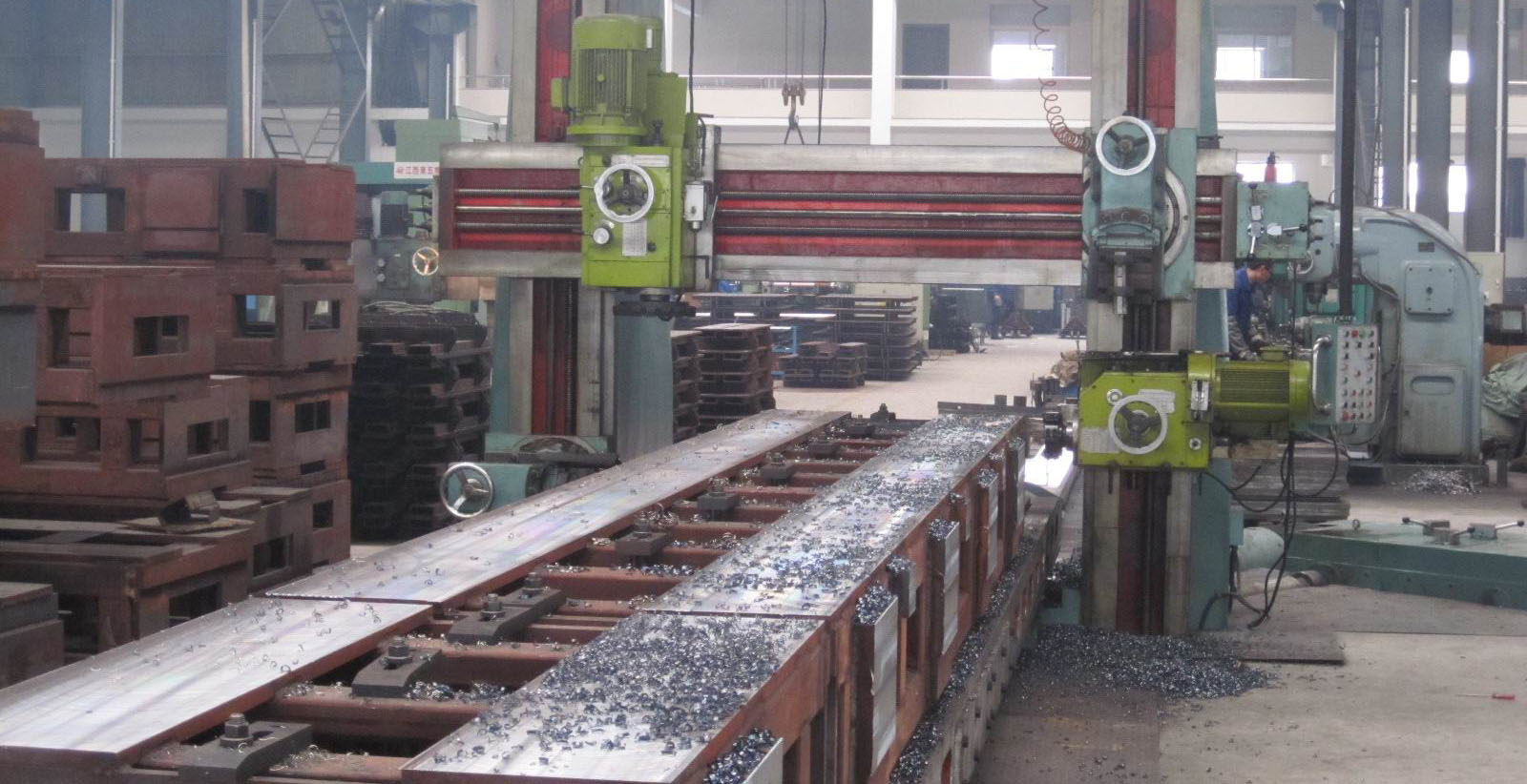 Heavy planing machine